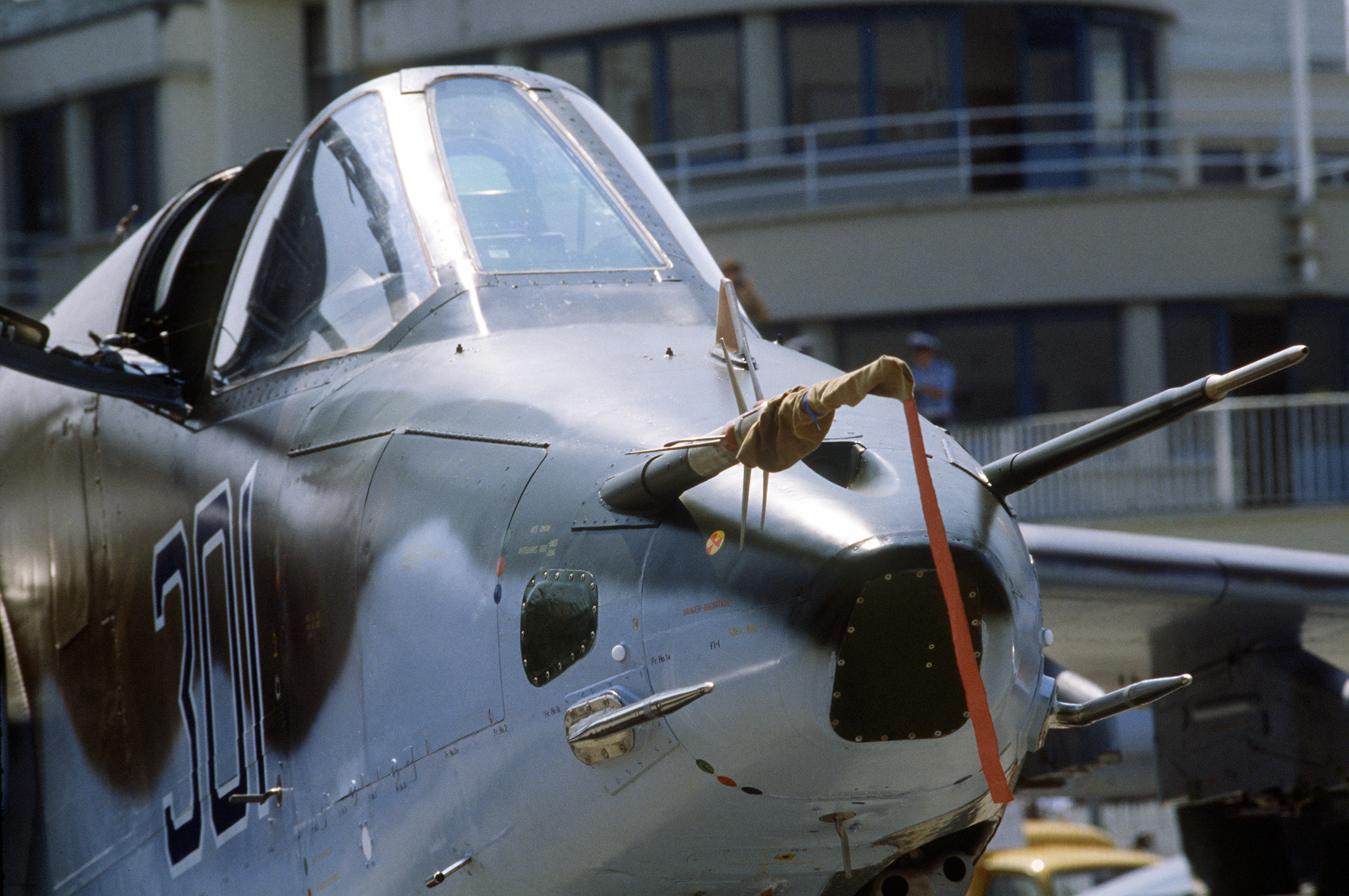 Su-25_Nose_view_-_Le_Bourget.JPEG